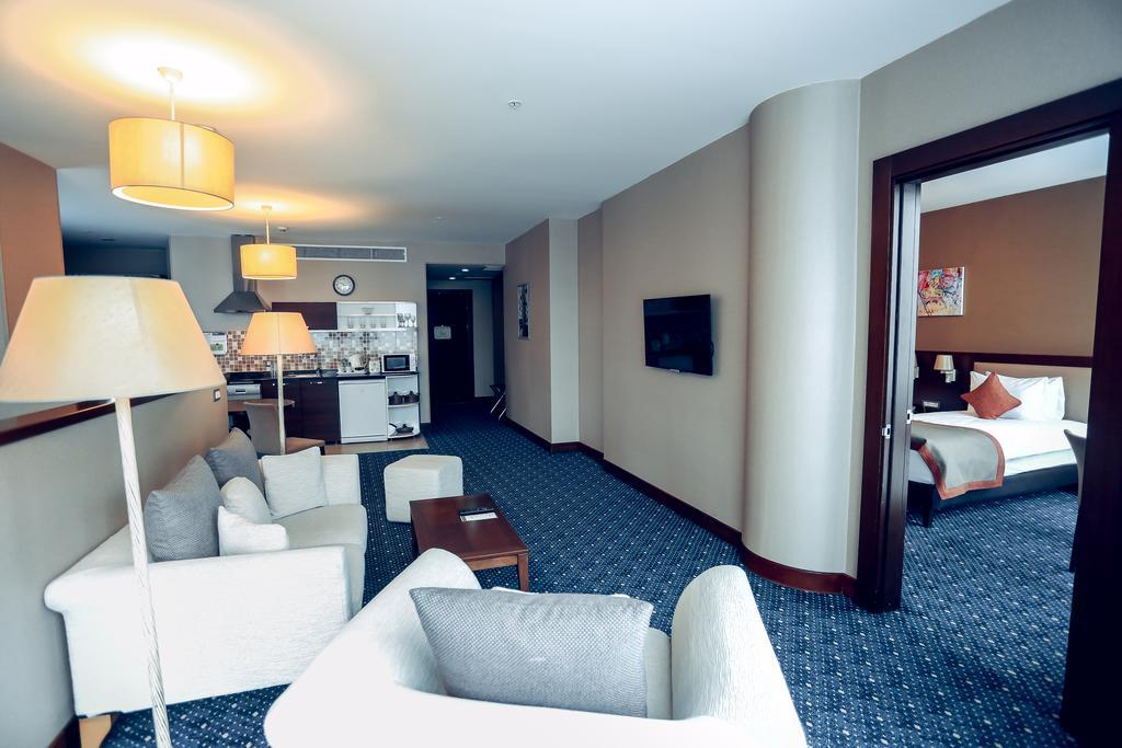 Staybridge Suites Baku 4*