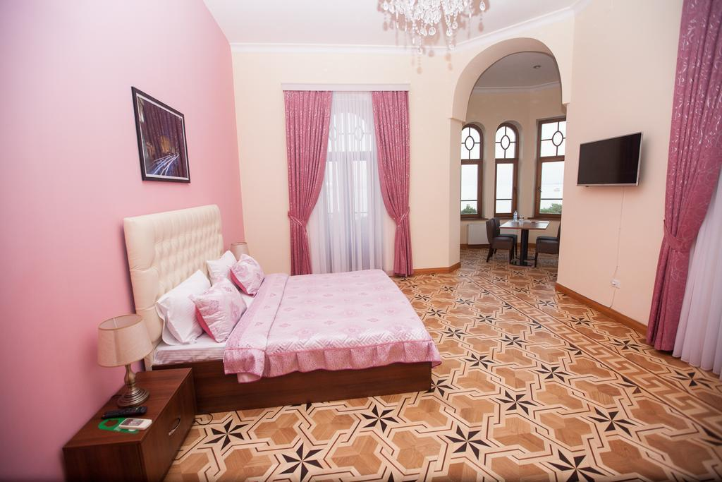 History Boutique Hotel 3*