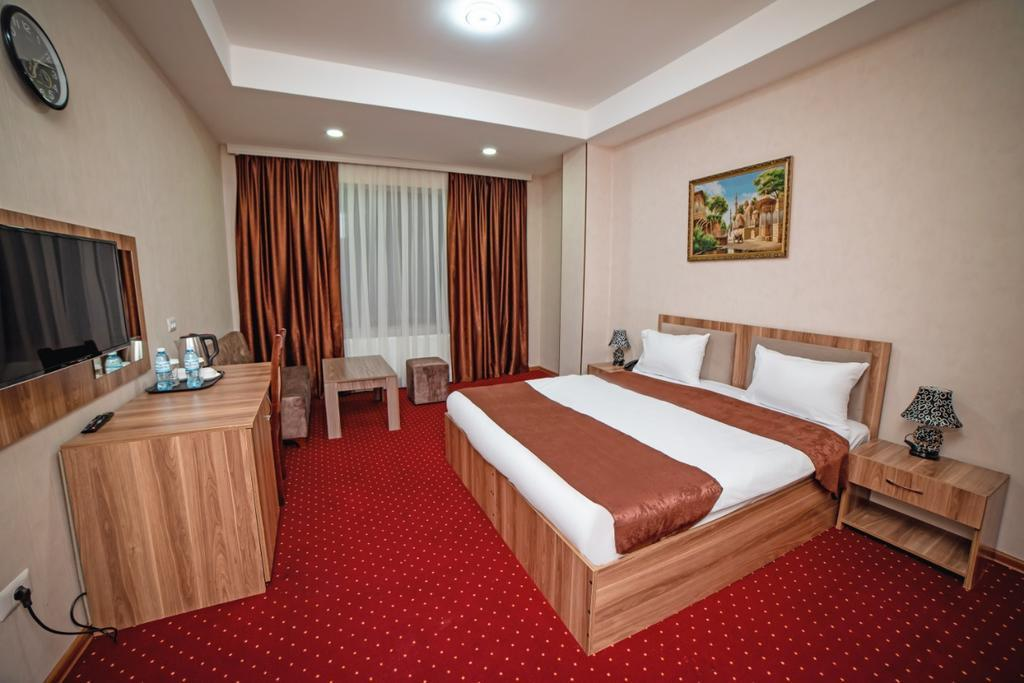 Continental Hotel 4*