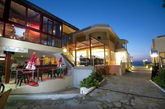 Golden Bay Hotel – Bungalows