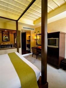 Iyara Beach Hotel & Plaza