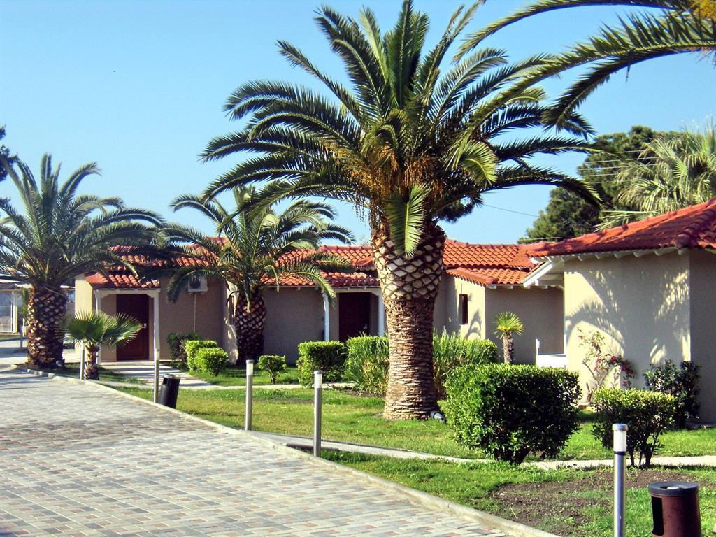 Lagomandra Beach Hotel & Suites
