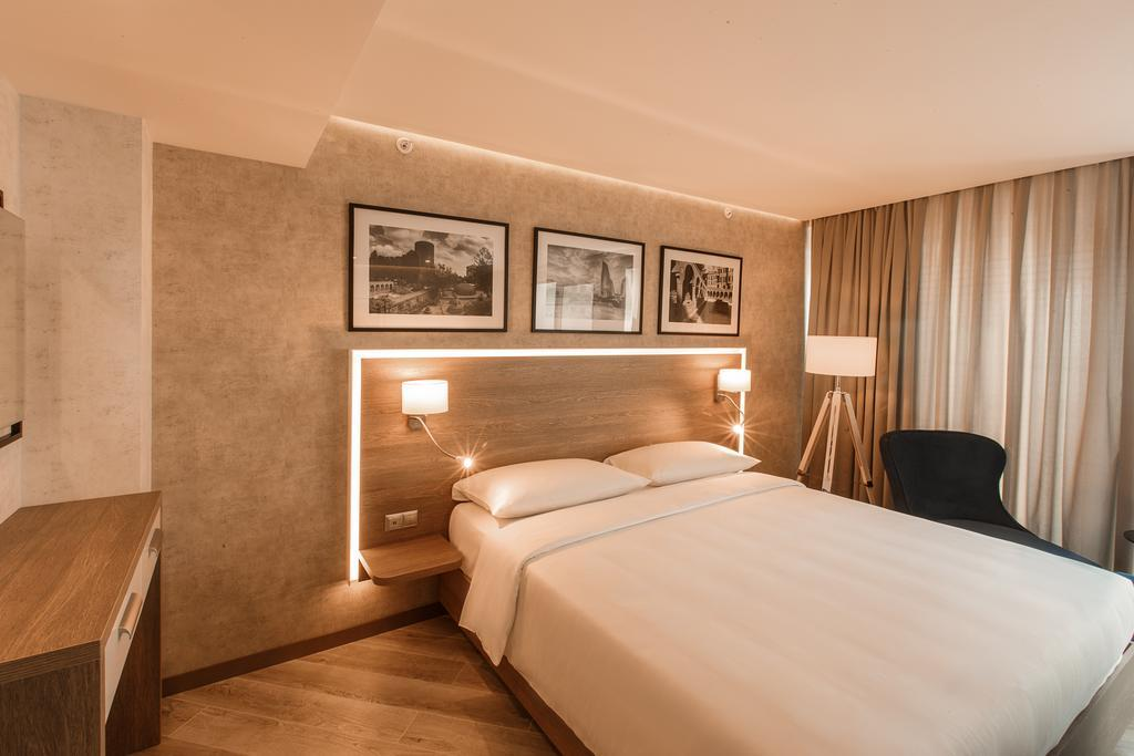 Park Inn by Radisson Baku Hotel 4*