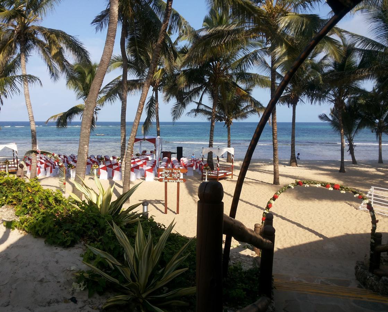Tiwi Beach Resort