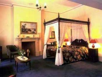 Quality Inn Macquarie Manor 4*