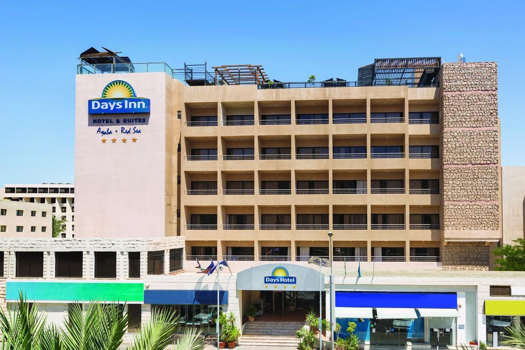 Days Inn Hotel & Suites