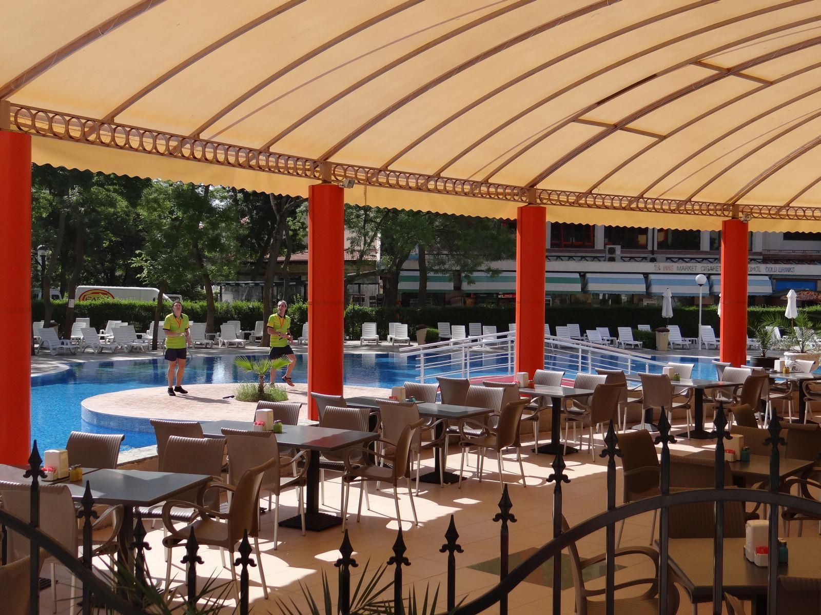 Четырех-звездочный mpm hotel kalina garden расположен в самом центре самого большого черноморского курорта солнечный