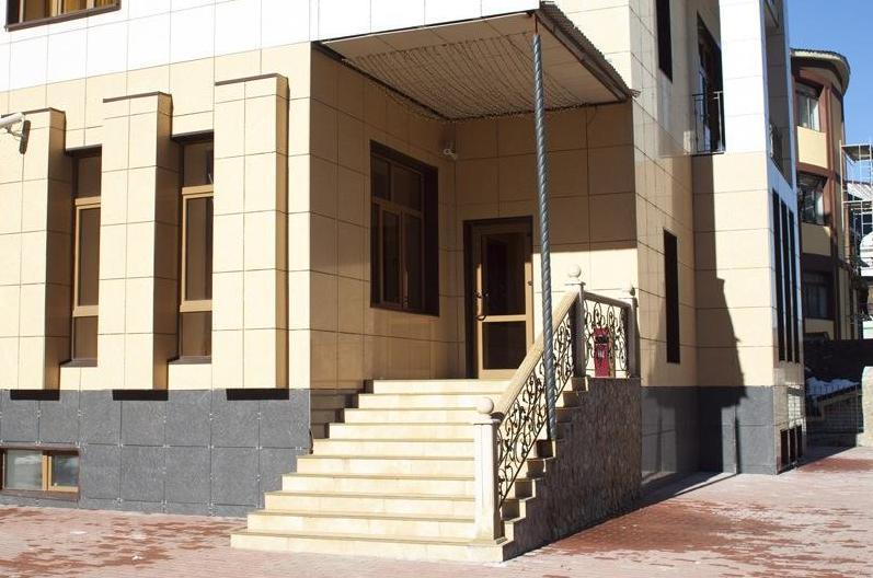 Hotel Dombai Palace