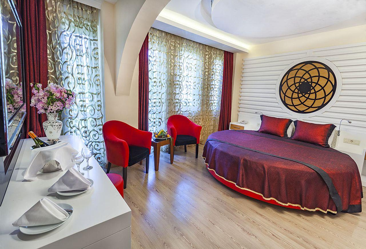 Club Hotel Belpinar 4*