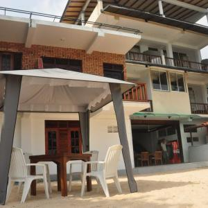 Wave Beach Resort Unawatuna (3*)