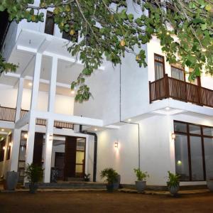 Green Almond Hotel (3*)