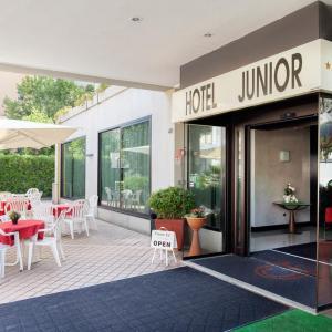 Junior (3)