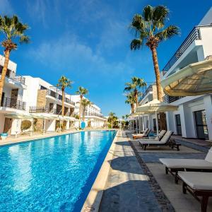 La Rosa Waves Resort (4*)