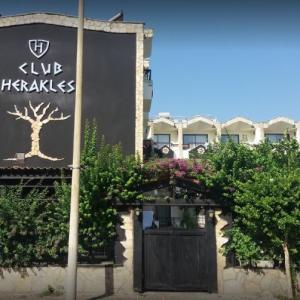 Club Herakles (3 ***)