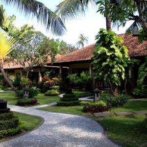 Bali Reef Resort (4*)