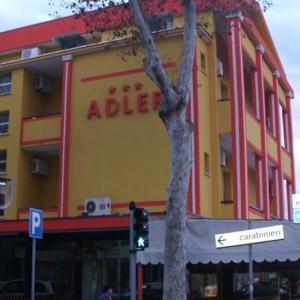 Adler (3*)