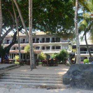 Sri Gemunu Beach Resort (3 *)