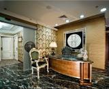 Royal De Luxe Hotel