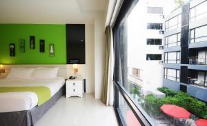 отель A Lantern Residences & Resort