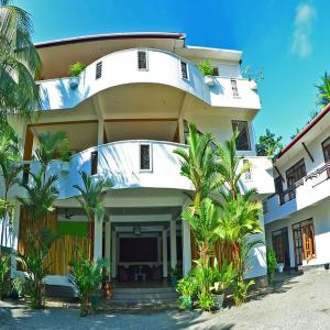 Green Shadows Beach Hotel (3*)