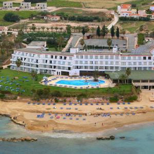 Corallia Beach Hotel Apartments  (3*)